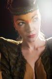 Ritratto di giovane e bella donna di fascino fotografia stock libera da diritti