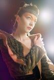 Ritratto di giovane e bella donna di fascino fotografie stock libere da diritti