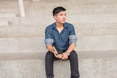 Ritratto di giovane e ragazzo asiatico fresco nella città universitaria Immagini Stock