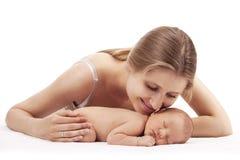 Ritratto di giovane madre e del figlio neonato Fotografia Stock Libera da Diritti