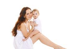 Ritratto di giovane madre felice e del suo piccolo bambino sveglio Fotografie Stock