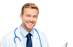 Ritratto di giovane medico sicuro su fondo bianco Immagine Stock