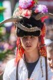 Ritratto di giovane pastore in vestito nazionale in Bulgaria fotografia stock