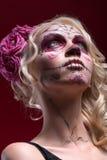 Ritratto di giovane ragazza bionda con trucco di Calaveras Fotografia Stock
