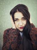 Ritratto di giovane ragazza castana sensuale all'aperto Fotografia Stock