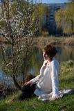 Ritratto di giovane ragazza incinta fotografia stock