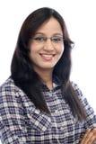 Ritratto di giovane ragazza indiana felice contro bianco Fotografia Stock