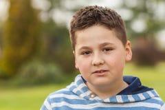 Ritratto di giovane ragazzo caucasico di sette anni Fotografia Stock