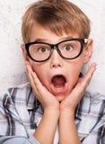 Ritratto di giovane ragazzo sorpreso Immagine Stock