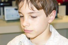 Ritratto di giovane ragazzo sveglio Immagini Stock Libere da Diritti