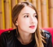 Ritratto di giovane rossetto sveglio di rosso del lwith del gir Immagine Stock