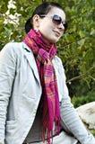 Ritratto di giovane signora in occhiali da sole Immagini Stock