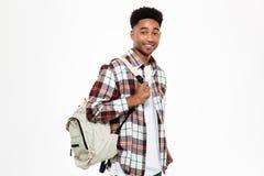 Ritratto di giovane studente maschio africano sorridente Immagine Stock