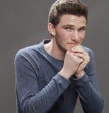 Ritratto di giovane studente maschio seducente sorridente Fotografia Stock
