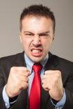 Ritratto di giovane uomo arrabbiato di affari immagini stock