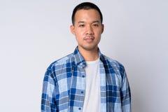 Ritratto di giovane uomo asiatico dei pantaloni a vita bassa con i capelli di scarsità fotografia stock