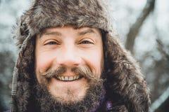 Ritratto di giovane uomo bello con una barba Una fine della persona su di un uomo barbuto Immagine Stock