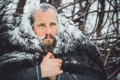 Ritratto di giovane uomo bello con una barba Una fine della persona su di un uomo barbuto Immagini Stock