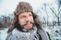 Ritratto di giovane uomo bello con una barba Una fine della persona su di un uomo barbuto Fotografie Stock