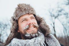 Ritratto di giovane uomo bello con una barba Una fine della persona su di un uomo barbuto Immagine Stock Libera da Diritti