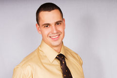 Ritratto di giovane uomo d'affari in camicia fotografie stock