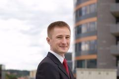 Ritratto di giovane uomo d'affari felice Fotografia Stock Libera da Diritti