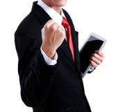 Ritratto di giovane uomo energetico di affari che gode del successo immagine stock