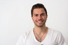 Ritratto di giovane uomo Likeable attraente Fotografie Stock Libere da Diritti