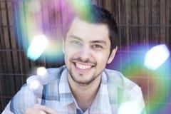 Ritratto di giovane uomo sorridente felice Immagini Stock