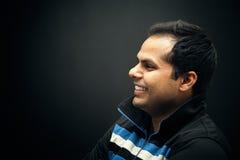 Ritratto di giovane uomo sorridente indiano Immagine Stock Libera da Diritti