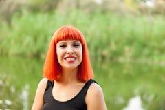 Ritratto di godere dai capelli rossi della donna della natura Immagini Stock