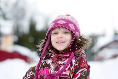 Ritratto di inverno della ragazza adorabile del bambino in ponticello Fotografia Stock Libera da Diritti