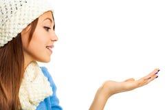 Ritratto di inverno di bella giovane ragazza felice Immagini Stock