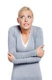 ritratto di Metà-lunghezza della donna di congelamento Fotografie Stock Libere da Diritti