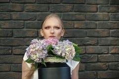Ritratto di modo di bellezza Il giorno delle donne, l'8 marzo, molla Fotografia Stock
