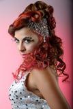 Ritratto di modo del brunette con forte trucco Fotografia Stock