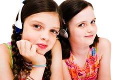 Ritratto di musica d'ascolto delle ragazze sulle cuffie Fotografia Stock Libera da Diritti