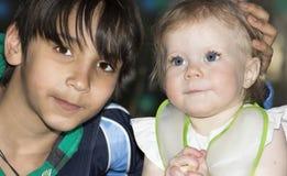 Ritratto di notte del bambino e dell'adolescente Fotografie Stock Libere da Diritti