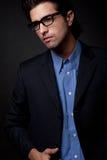 Ritratto di pensiero dell'uomo giovane di affari Fotografie Stock