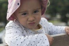 Ritratto di piccola ragazza arrabbiata fotografia stock libera da diritti