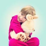 Ritratto di piccola ragazza felice con un giocattolo Fotografia Stock Libera da Diritti