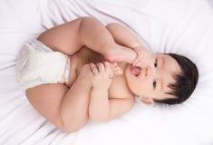 Ritratto di piccolo ragazzo asiatico sveglio 6 mesi Fotografie Stock