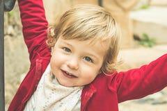 Ritratto di piccolo sorridere biondo della ragazza immagine stock libera da diritti