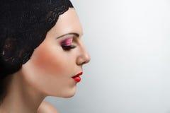 Ritratto di profilo della giovane donna Immagini Stock Libere da Diritti