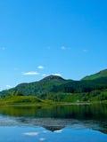 Ritratto di riflessioni del cielo e della montagna Immagine Stock Libera da Diritti