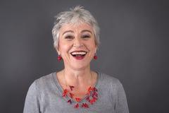 Ritratto di risata della signora dai capelli grigi Fotografia Stock Libera da Diritti