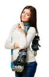 Ritratto di ritratto a mezzo busto dei pattini di rullo della tenuta dell'adolescente Fotografie Stock Libere da Diritti