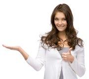 Ritratto di ritratto a mezzo busto della ragazza con la palma alta e che sfoglia su Fotografia Stock Libera da Diritti