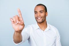 Ritratto di riuscito tou americano sorridente dell'imprenditore del mulatto immagini stock