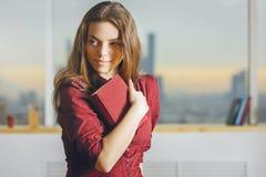 Ritratto di signora con il libro Fotografia Stock